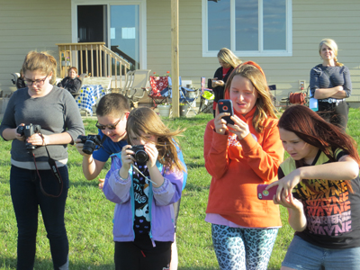 Dynamite Kids 4-H Club Members Taking Photos